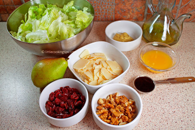 Little Cooking Tips Crunchy and sweet salad with iceberg, cranberries and parmesan