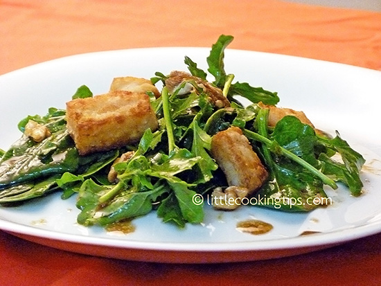 Spinach Salad with arugula, hallumi cheese and sweet balsamic sauce with mustard